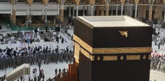 Makkah Governor washes the Holy Kaaba