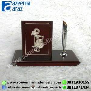 Souvenir Indonesia Pen Holder Kayu Wayang Logam Perak Exclusive (Indonesia Wooden Exclusive Souvenir Puppet Pen Holder)