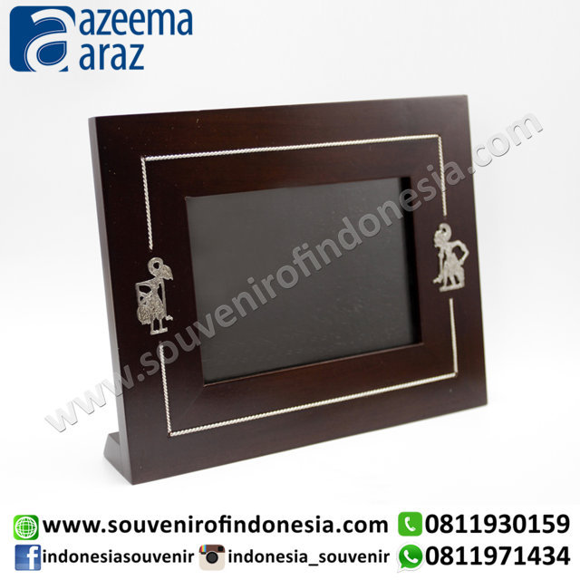 Souvenir Indonesia Bingkai Foto Kayu Wayang Logam Exclusive 4R (Indonesia Wooden Exclusive Souvenir 4R Puppet Photo Frame)