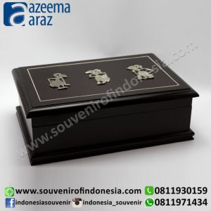 Souvenir Indonesia Box Multifungsi Kayu Wayang Logam XL (Indonesia Wooden Exclusive Souvenir Puppet Multipurpose Box XL)