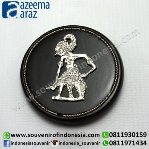 Souvenir Indonesia Magnet Wayang Logam Perak Kayu Exclusive Bulat (Indonesia Wooden Exclusive Round Puppet Fridge Magnet)