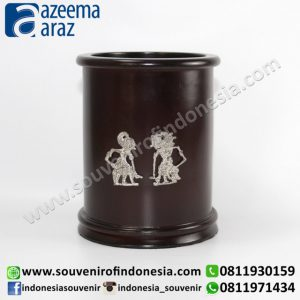Souvenir Indonesia Pen Box Kayu Wayang Logam Perak Exclusive Bulat (Indonesia Wooden Exclusive Souvenir Round Puppet Pen Box)