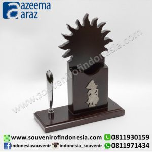 Souvenir Indonesia Pen Holder Matahari Kayu Wayang Exclusive (Indonesia Wooden Exclusive Souvenir Sun Puppet Pen Holder)