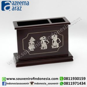 Souvenir Indonesia Tempat Pensil Sekat Kayu Wayang Logam Perak Exclusive (Indonesia Wooden Exclusive Souvenir Puppet Separated Pencil Box)