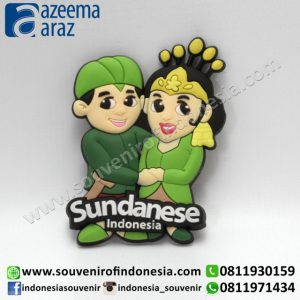 Souvenir Magnet Karet Pengantin Sunda Indonesia (Indonesia Sundanese Couple Rubber Fridge Magnet)