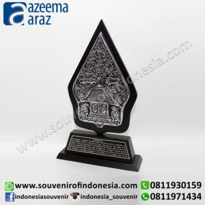 Souvenir Plakat Gunungan Besar (Large Wooden Metal Gunungan Desk Accessories)