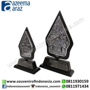 Souvenir Plakat Gunungan Kecil (Small Wooden Metal Gunungan Desk Accessories)