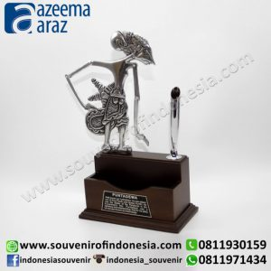 Souvenir Tempat Kartu Nama Pen Holder Wayang Logam Premium (Metal Puppet Name Card & Pen Holder Premium)